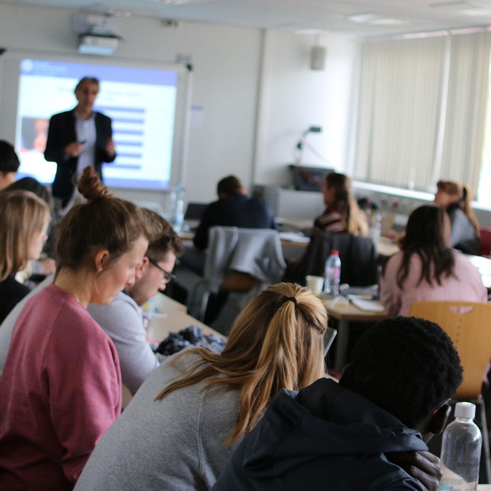 Qualifizierung und Beratung für Lehrende